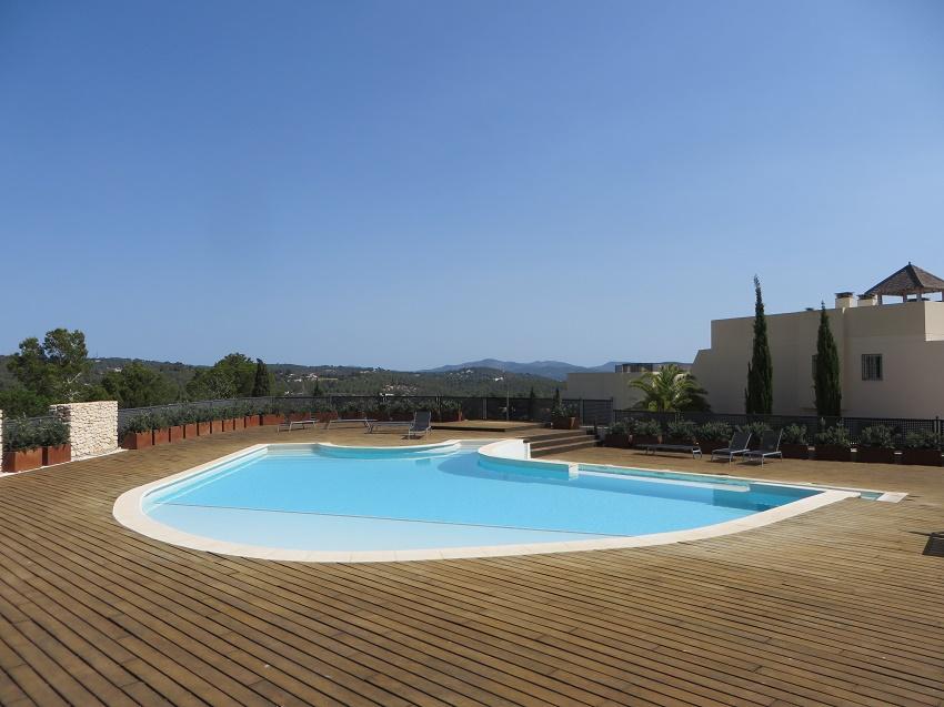 Amplio y luminoso adosado con jard n piscina y zonas for Piscina y jardin mallorca