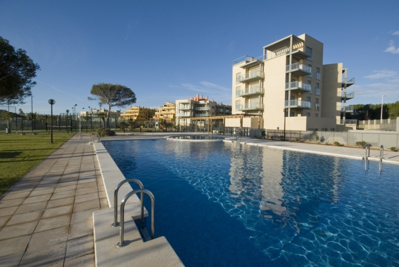1st line, modern 3 bedroom apartment with garage and fantastic ...